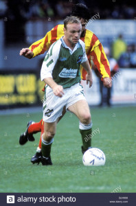 03/10/92 PARTICK THISTLE V HIBS (2-2) FIRHILL - GLASGOW Hibs' Mickey Weir in action